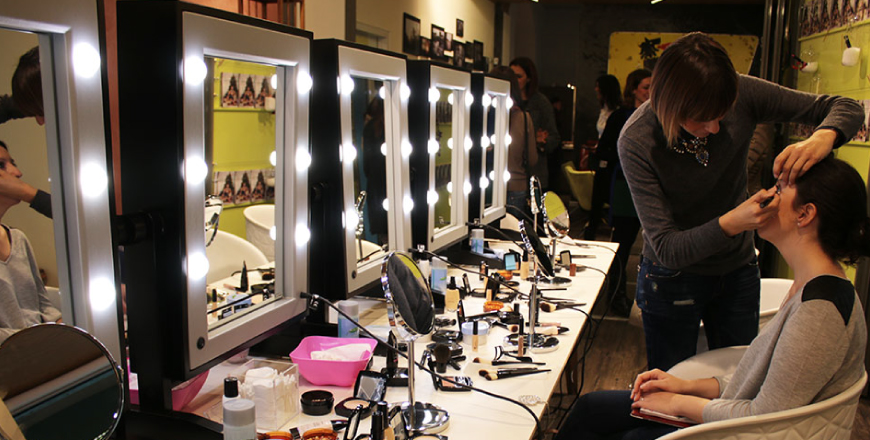Lighted makeup stations for makeup schools