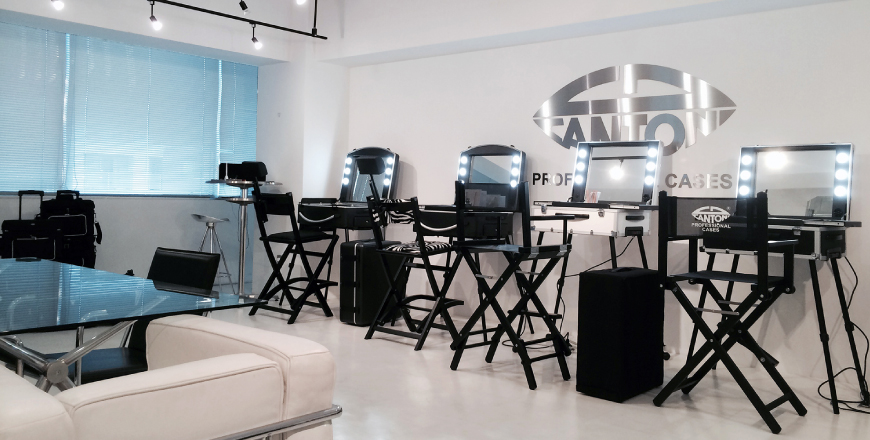 Showroom Cantoni in Tokyo - Cantoni professional make-up stations showroom.