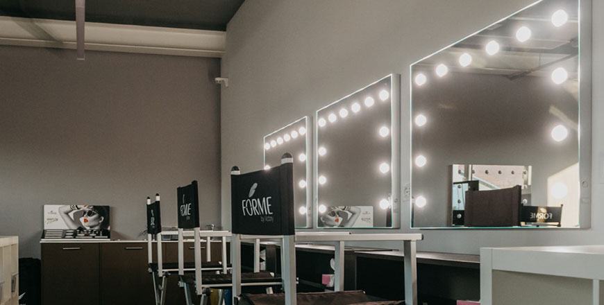 Makeup Stations With Lights And