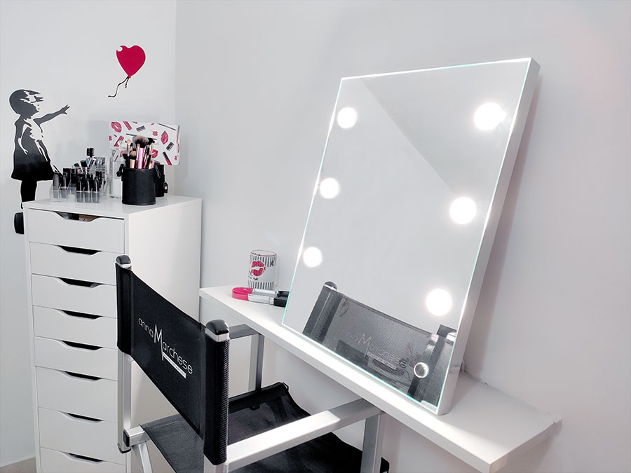 What is the best lighted vanity mirror? Table mirrors portable for small spaces made in Italy