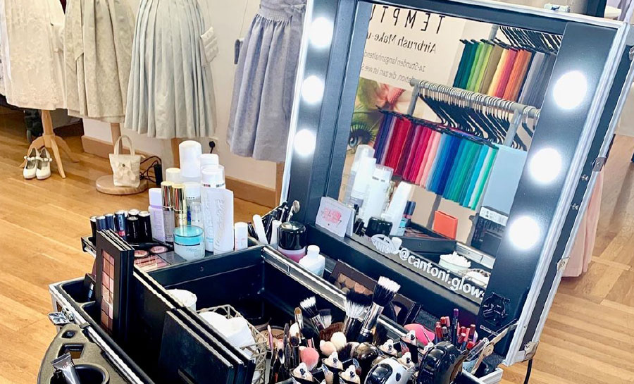 self-make-up-artist-image-cosultant-how-to-color-theory-harmony-academy-courses-mirrors-illuminated